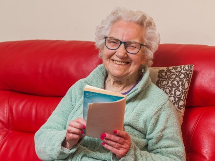 WATCH : Woman Branded A 'Dunce' At School And Struggled With Illiteracy All Her Life Learns To Read At 87!
