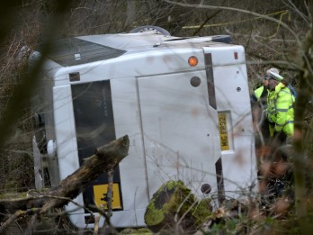 Five Children Injured After Bus Carrying 50 Pupils Overturns Outside School