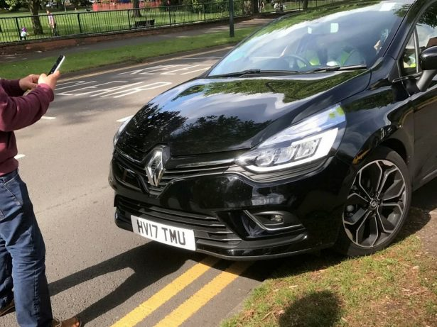Hypocritical Traffic Wardens Slammed After Ticketing Car While THEY Parked On Double Yellow Lines