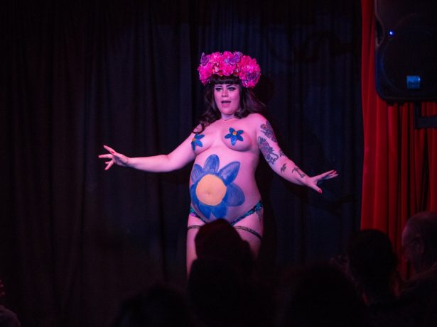 Burlesque Dancer Is Still Performing Despite Being 37 Weeks Pregnant