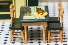 World's First Tiny Cookery School Opens, Serving Bite-Sized Foods Cooked Over Tealights