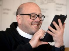 Priest's Hilarious Response To 'Sexy' Text Message Wrongly Sent To Him Goes Viral