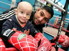 Boxing Legend Makes Cancer Lad's Dreams Come True By Giving Him Special 'Sparring Session'