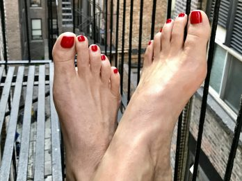 Woman Makes $30k-A-Year Posting Pictures Of Her FEET On Instagram
