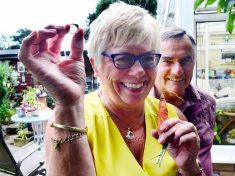 Woman Reunited With Lost Ring After It Was Found – Grown Around CARROT Dug Up In Her Garden