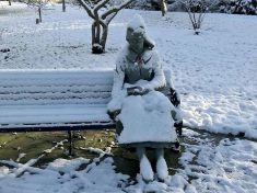 Paramedics Dashed To Help Woman Seen Sitting Frozen On Park Bench – Which Turned Out To Be A STATUE