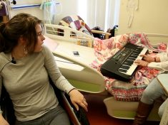 Locked-In Girl Wakes Up – After Mum Plays Piano By Her Hospital Bed