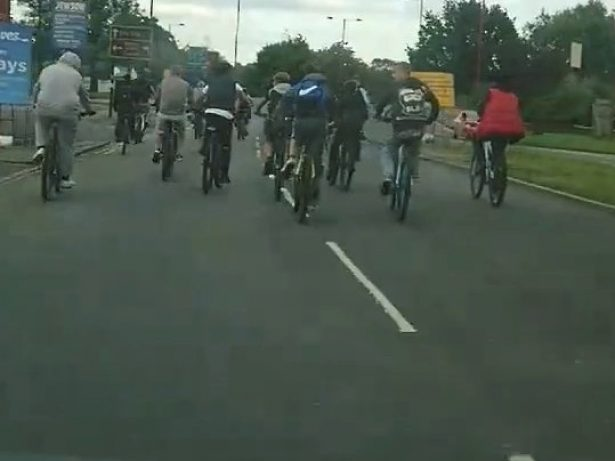 WATCH - Large Group Of Youths Swarming Busy Roads On Bikes As Part Of Dangerous New Craze